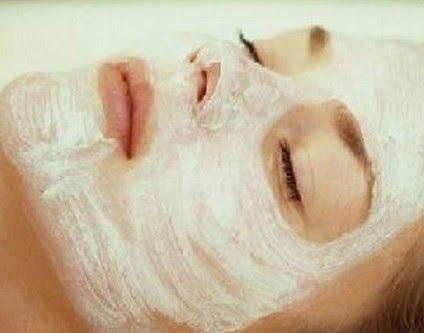 Revistas de uma máscara de gel de pepinos de olhos