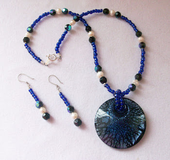 Cod 2396 Collar azul con pendiente en vitrofusión S/ 65.00 Nuevos Soles
