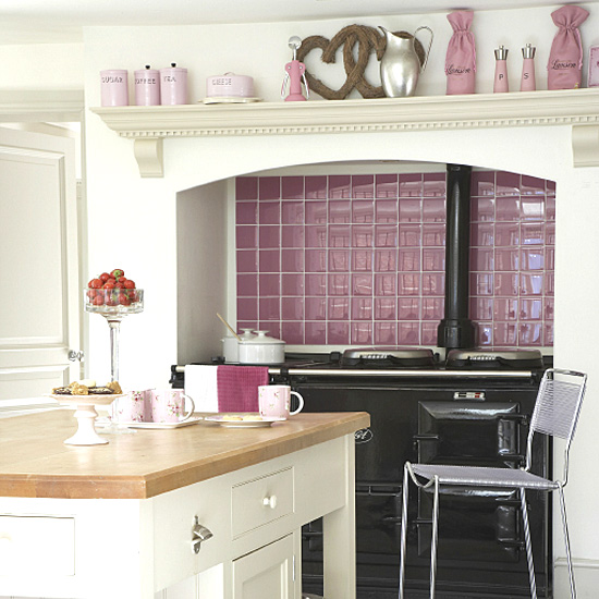decoracao de sala lilas:Pink Black and White Kitchen