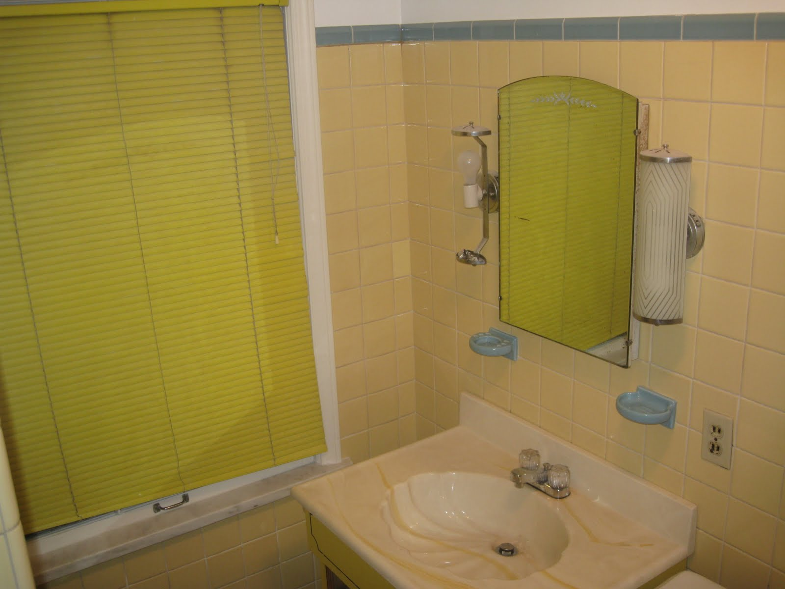 #917E34  Achados de Decoração : ANTES E DEPOIS: BANHEIRO E LAVABO HOME MADE 1600x1200 px Banheiro E Closet Juntos 3331