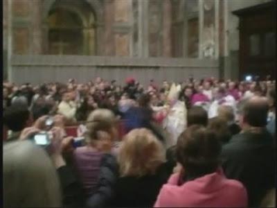 http://1.bp.blogspot.com/_ad2K9BggN-E/SzSxq7fzhUI/AAAAAAAAAuA/tIQewquygT4/s320/Pope_Benedict22.jpg