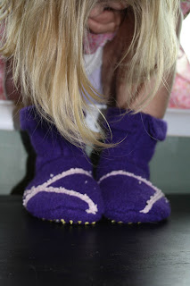 recycled wool sweater slippers – tutorial!