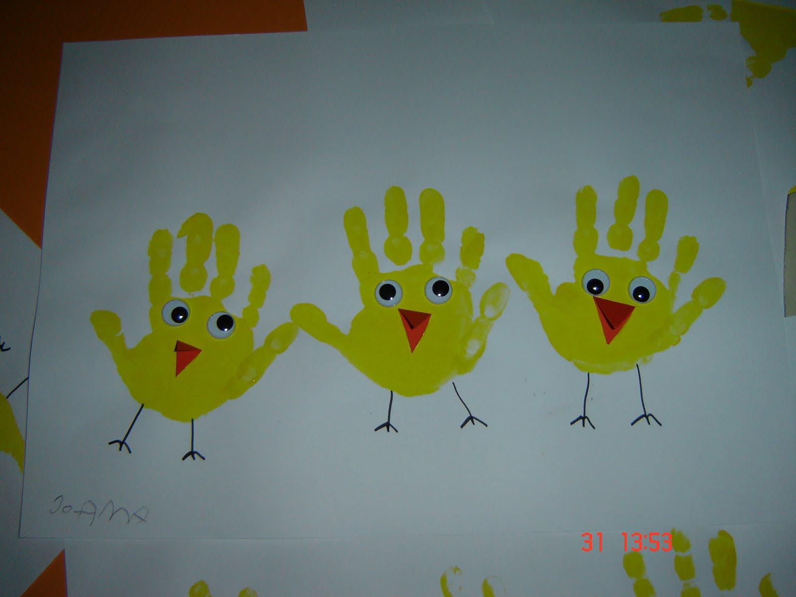galinhas feitas com as mãos Trabalho+para+a+pascoa