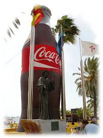 Santiago peregrino engullido por la Coca-cola