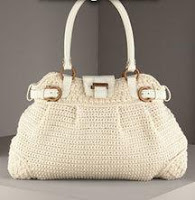 Белая вязаная сумка фирмы Феррагама.