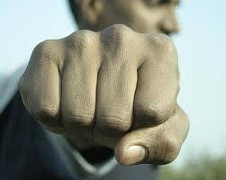 http://1.bp.blogspot.com/_anPDBxEEC_s/TRoikUm-zxI/AAAAAAAAAXo/QddxRVOamD8/s1600/agressao.jpeg