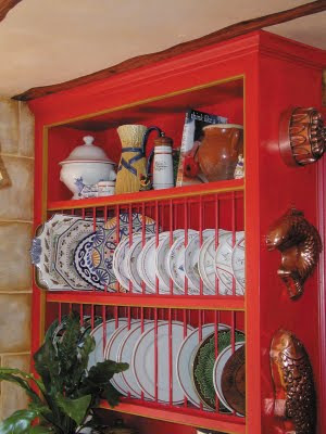 Tips organize interior room with variety souvenirs