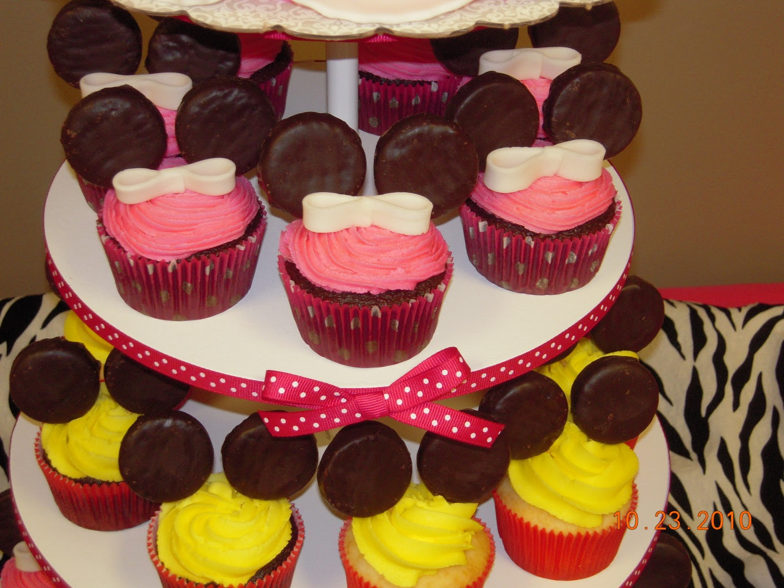 Mickey Mouse Mini Cake Ideas 105911 Icing Makes The Cake M