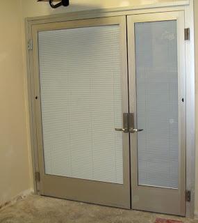 Puertas metalicas portones puertas de madera for Estilos de puertas metalicas