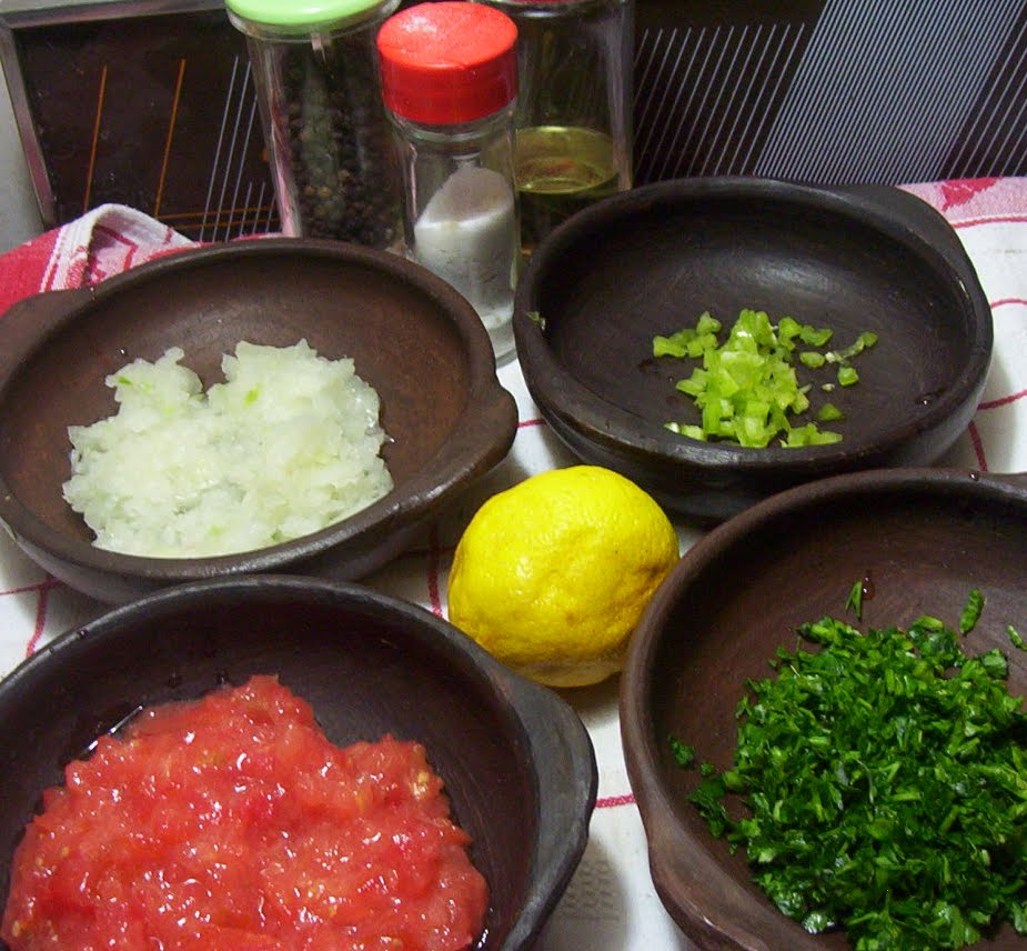 pebre con sopaipillas � cocina chilena