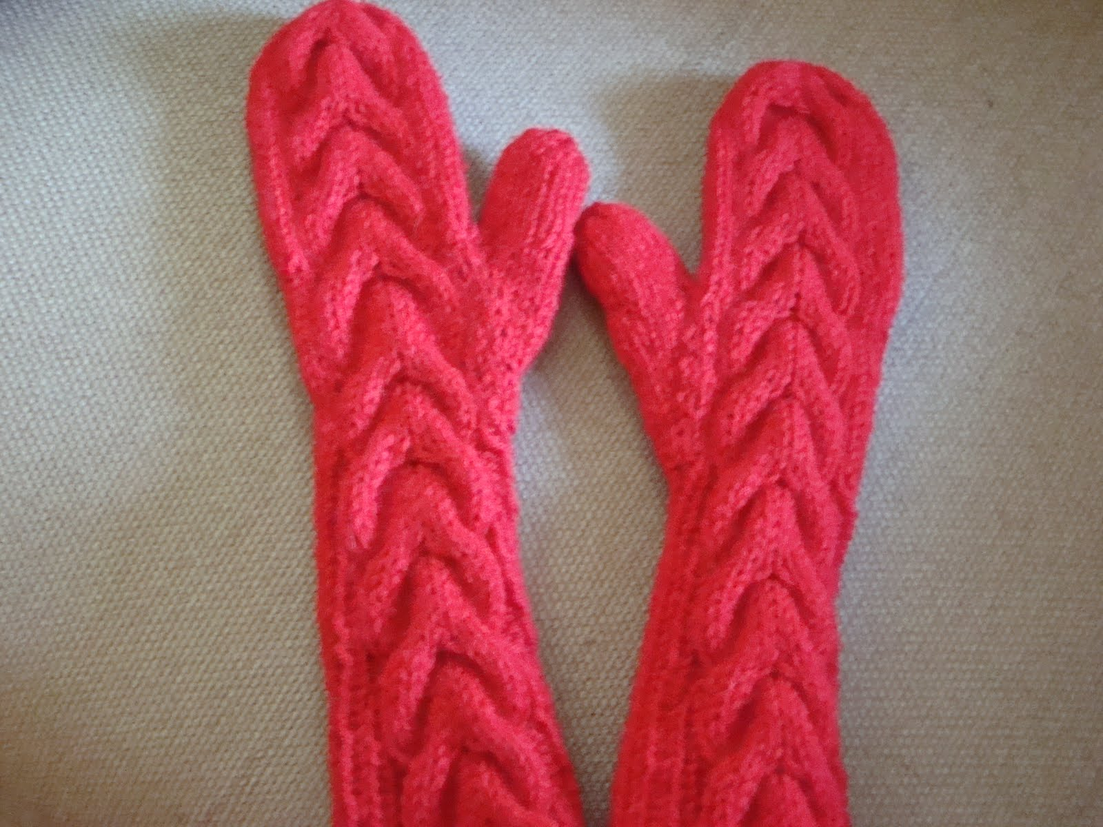 Knitting Pattern For Bella Mittens : Pretty In Pink Knitty Kitty Palace: Bella Mittens