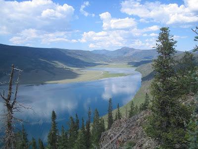 Езерото,в близост до двора Lake