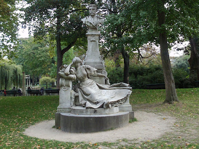 Sculpture at Monceau Park