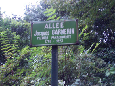 Allee Jacques Garnerin Monceau Park