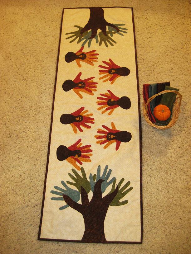 Thosealaskangirls turkey table runner a kindergarten for Thanksgiving craft ideas for kindergarten