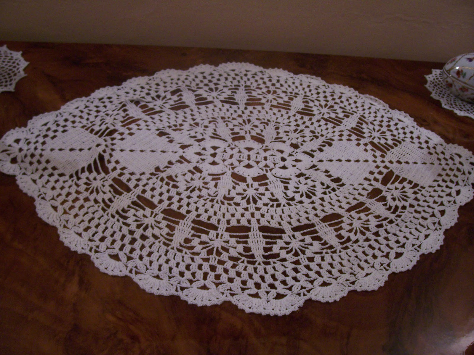 PATTERN FREE CROCHET TABLECLOTH DOILIES