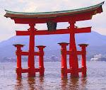 Tori, simbolo sintoista que simboliza la entrada a un templo