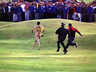 golf streaker 18th hole