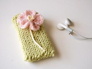 Вязаный носочек для телефона
