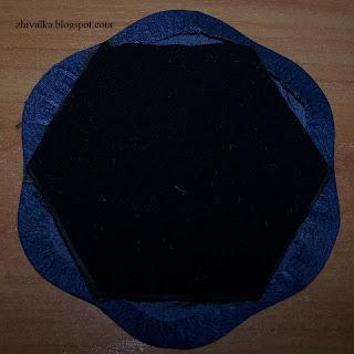 Шестиугольник внутри цветка