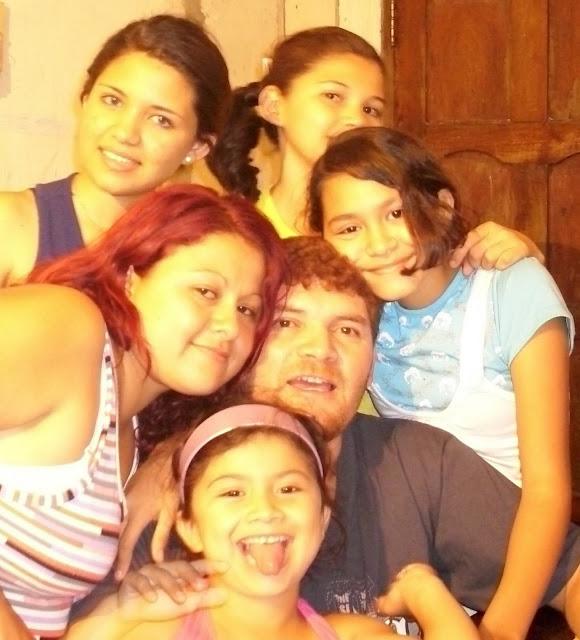 Familia (L)