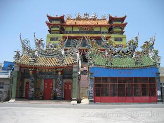 玉皇宮(後)許氏家廟(左)聖帝廟(右)