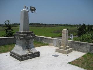 裡正角明治二十八年混成支隊上陸紀念碑與台灣光復紀念碑