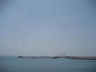 龍門、尖山漁港及尖山電廠三根煙囪