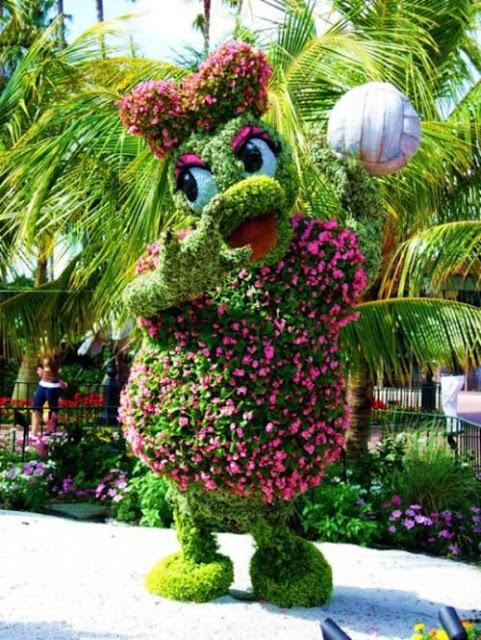 حدائق جميلة جدا بتماثيل صنعت من الحشائش والازهار