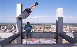 Floating people that is not photoshopped - 59 amazing pics