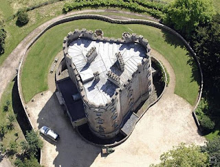 Nicolas Cage sells this castle to pay bills
