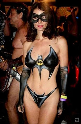 Bat Girl Looks So Sexy With Her Bat Body Painting
