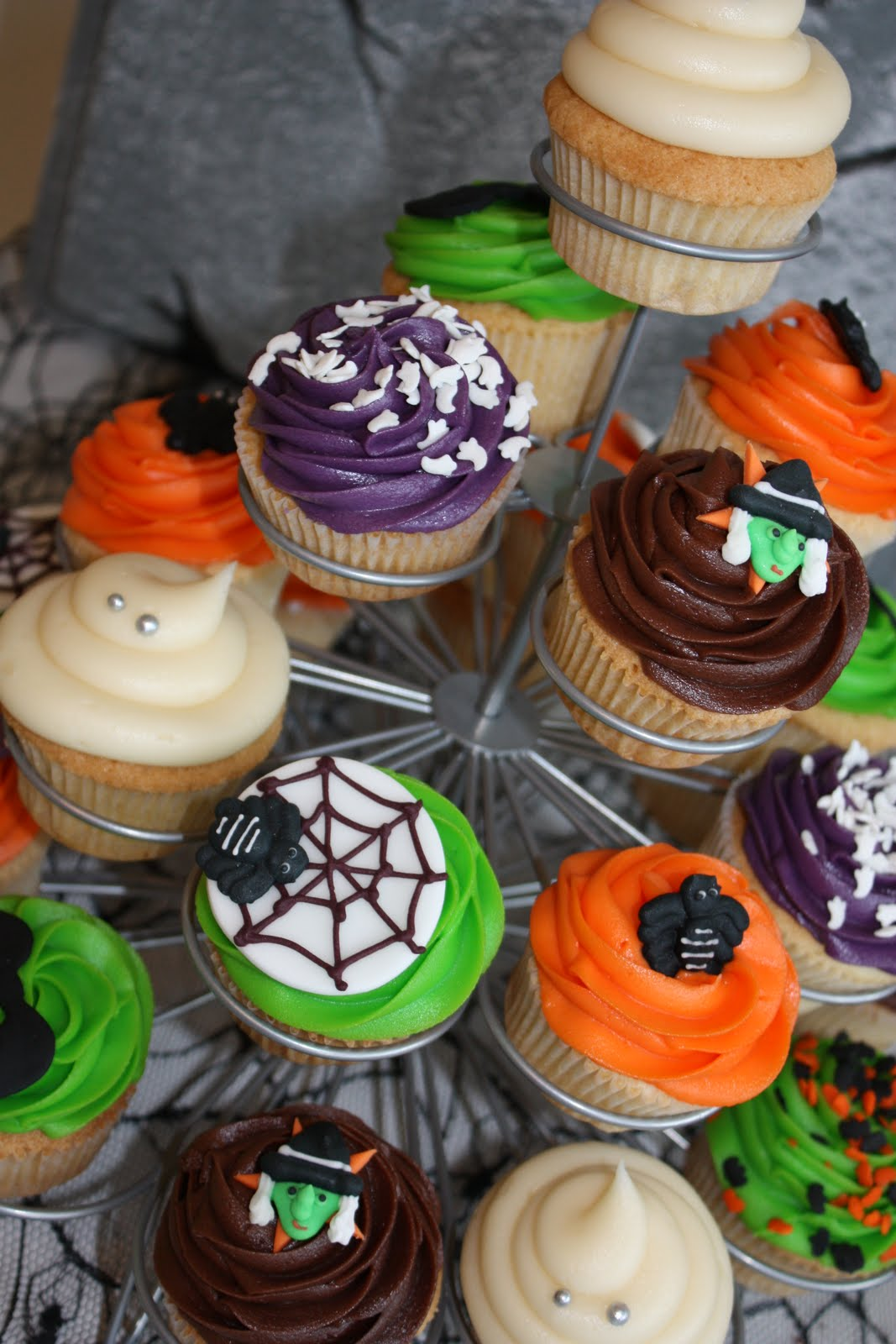The little house of cupcakes halloween cupcakes Halloween cupcakes