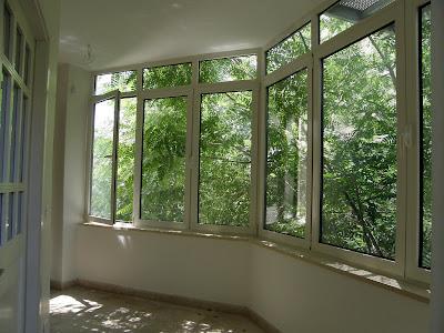 חלון פתוח בציר צד