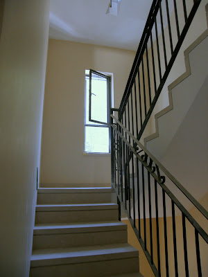 חלון בלגי במדרגות