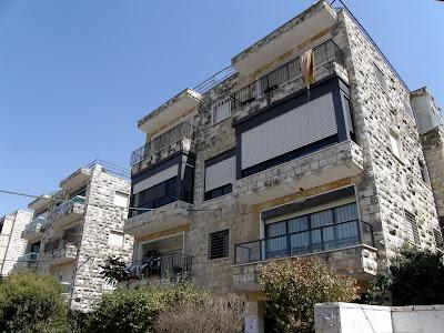 המבנה בירושלים, מבט חוץ