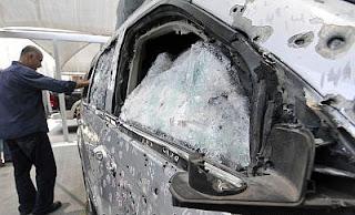 Fotos de la camioneta blindada donde viajaba la Secretaria de Seguridad de Michoacan despues del ataque. 52f0086a1f95a61fcab3bea3d22e30c6