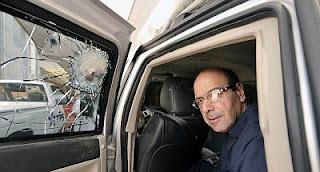 Fotos de la camioneta blindada donde viajaba la Secretaria de Seguridad de Michoacan despues del ataque. 75287dcb26a4e36a26326b485f076746