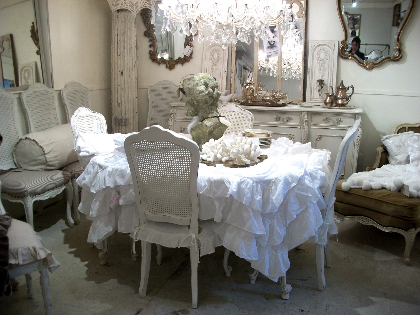 Romantic Style Dining Room