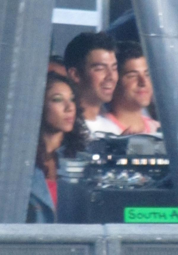The Jonas Blog: Joe Jonas iWin Fun Run 18/09