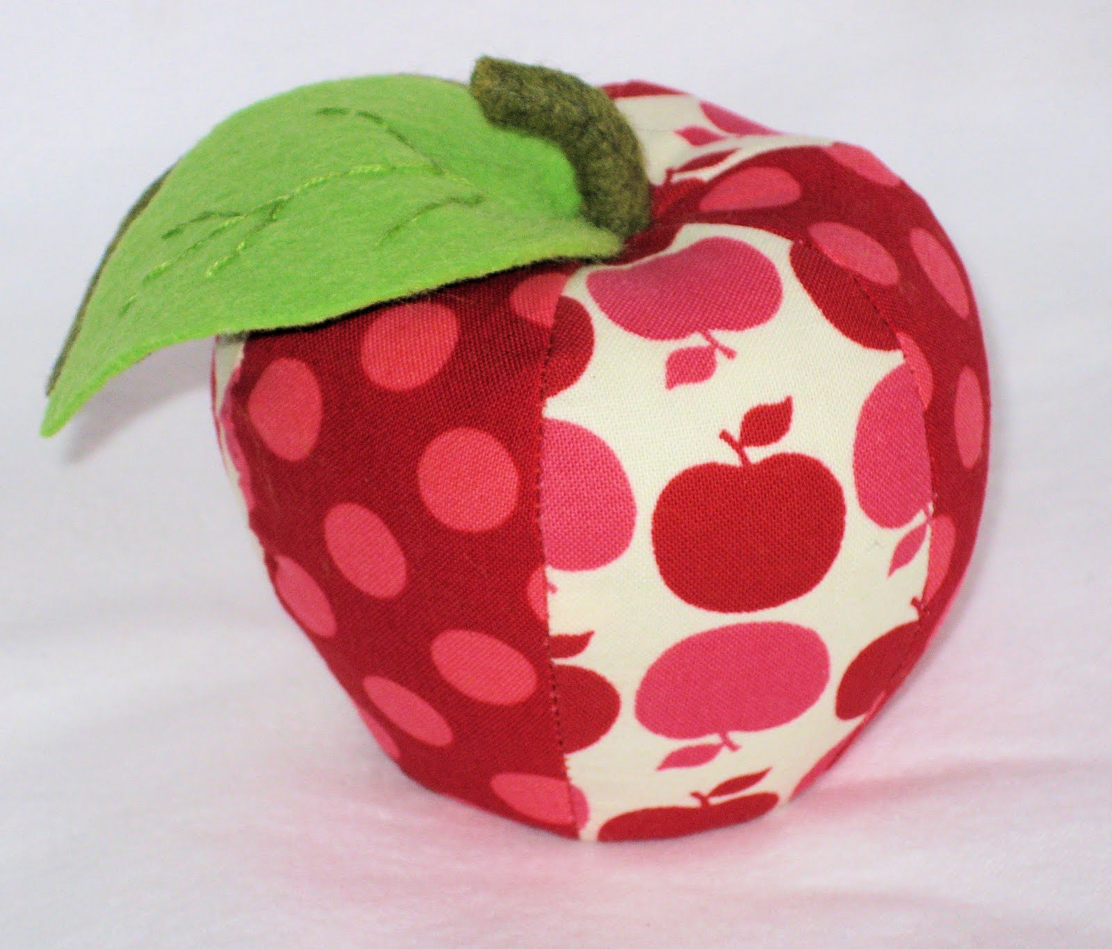 gnittinknam: Making an Apple (Pumpkin) pincushion