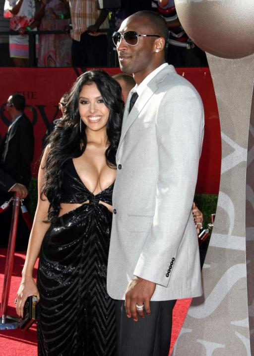 KOBE BRYANT WIFE VANESSA RING