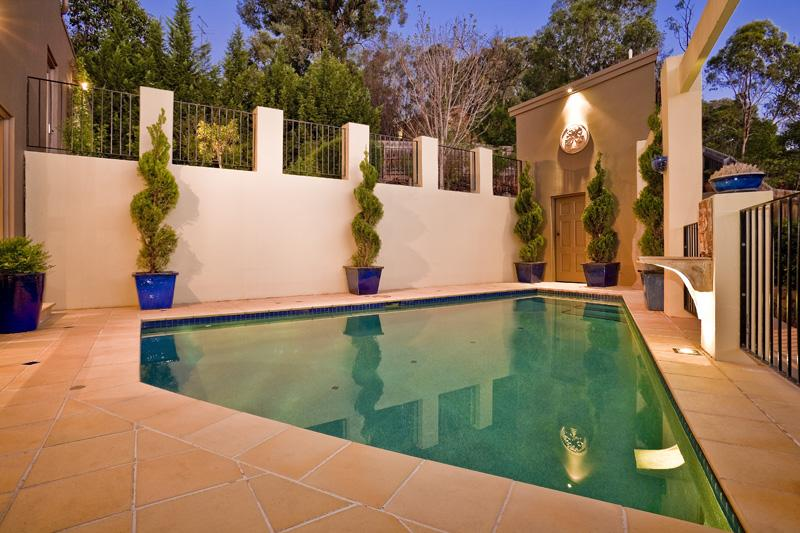 Simple And Stylish Topiary Design For Real Estate Photos