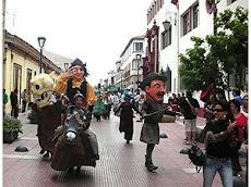 MARIONETAS GIGANTES, PASACALLES EN LA SERENA (clik en foto)