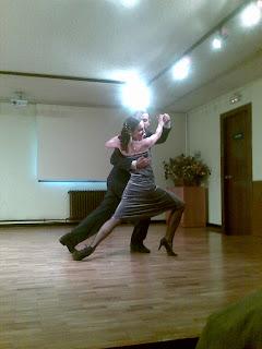 Eleonora Inés y Martín bailando tango