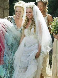 amanda seyfried wedding dress in mamma mia, vintage wedding dress, empire line wedding dress style