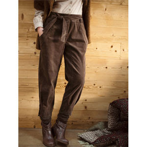 autumn look in muted colours, brown trousers