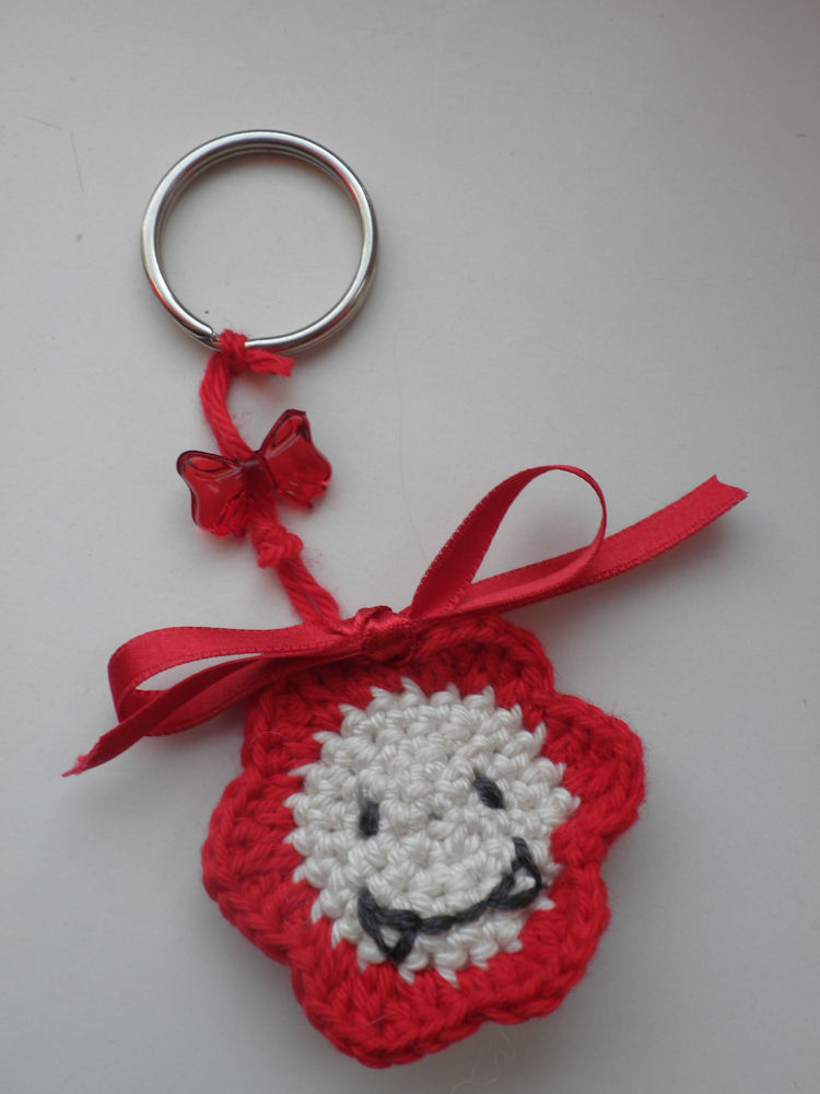 Crochet Keychain : Fun and Fang: FREE flower keychain crochet pattern!!!!!