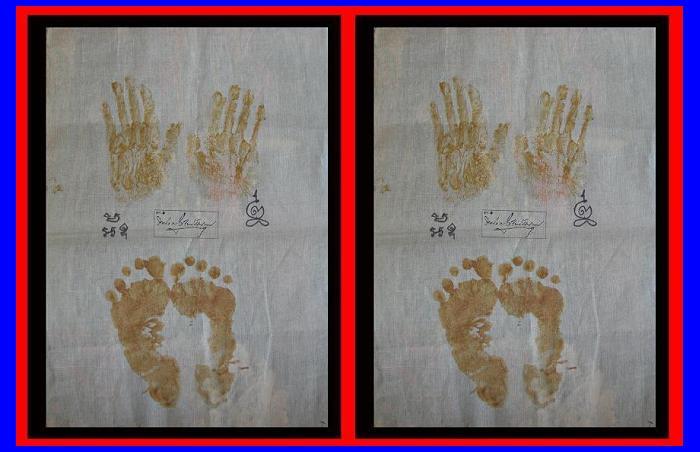 ผ้ายันต์ รอยมือรอยเท้าหลวงพ่อ เนื้อขมิ้นกับปูน ปี พ.ศ.๒๕๕๐