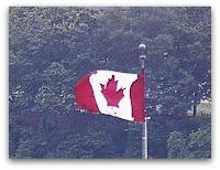 La bandera de Canadá, cortesía de la webcam de la CBC en Montreal